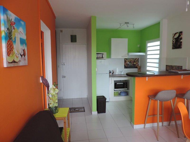 Coquet F2 aux 3 Ilets Pointe du Bout , 200mètres de la  plage , et boutiques, vacation rental in Trois-Ilets