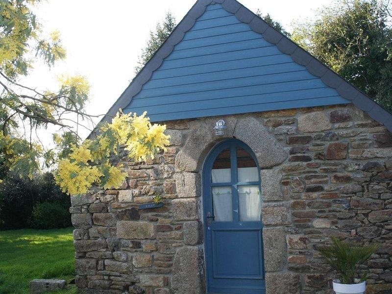 Lilly, adorable petite maison en pierre pour 3 personnes., alquiler de vacaciones en Bolazec