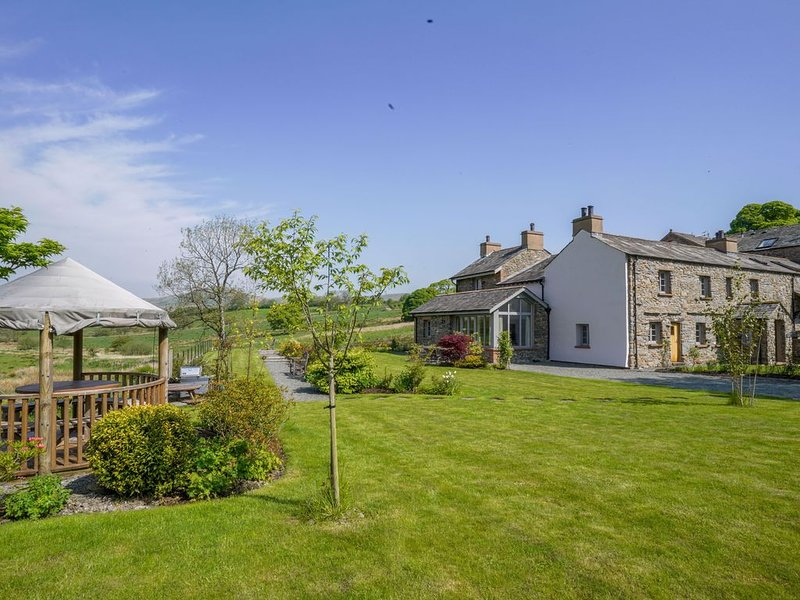 Large, Luxurious, High Quality, 'Green' Cottage (Lake District & Dales National – semesterbostad i Kendal