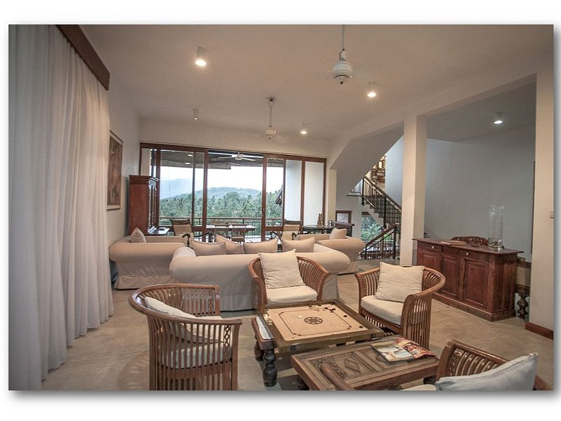 Luxary villa with live-in cook,  staff, visiting yoga and massage therapists, alquiler de vacaciones en Hunnasgiriya