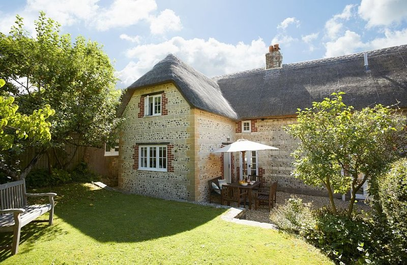 Peppard Cottage is a stylish holiday home located in a wonderful part of Dorset., location de vacances à Toller Porcorum