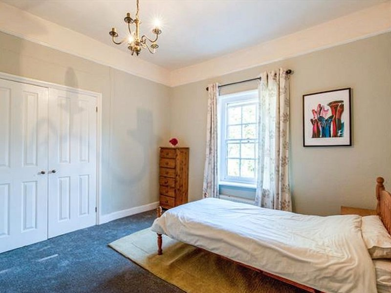 Medieval Grade II Listed Townhouse, holiday rental in Larling