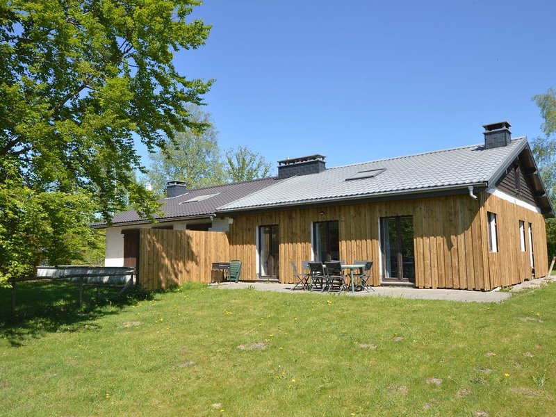 Quaint Cottage in Mont near High Fens Nature Park, holiday rental in Hockai
