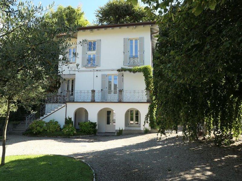 Luxury private villa w/ pool Villa Olga, Como Lake  Instagram: villaolgalenno, Ferienwohnung in Ossuccio