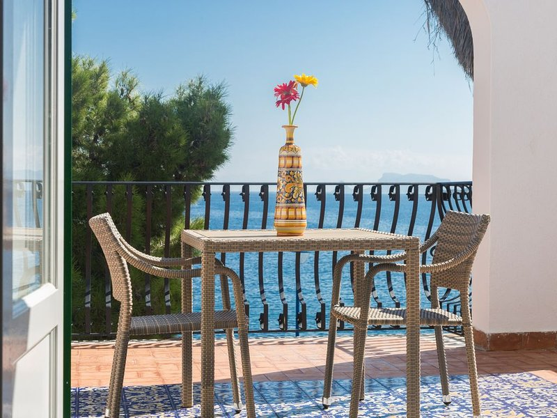 Villa Mallandrino appartamento Tramontana, vacation rental in Raffo