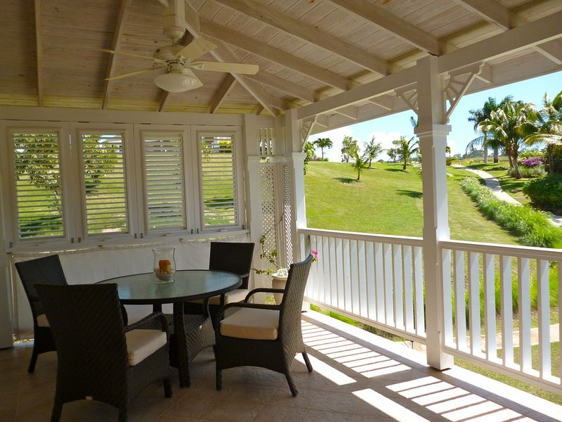 '267atVuemont'. Beautiful Luxury 2 Bed Apartment, Tropical Gardens & Sea Views, holiday rental in Saint Lucy Parish
