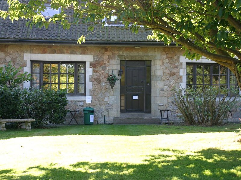 Pretty four bedroom cottage with enclosed garden, sleeping up to 8 people, holiday rental in Seaview