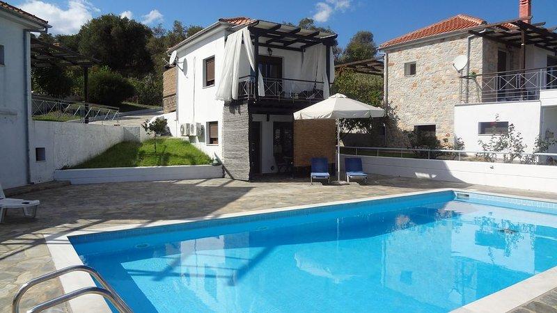 COSY HOUSE WITH POOL 22108, location de vacances à Skiathos