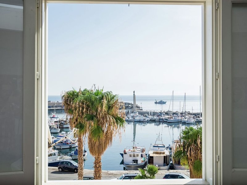 Tastefully decorated holiday home in the harbour of the village of Porticello, holiday rental in Solanto