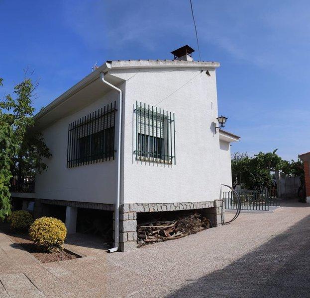 Casa perfecta para disfrutar de un fin de semana inolvidable con familia y amigo, holiday rental in Villarrubia de Santiago