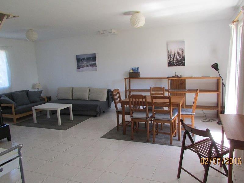 Maison à 1.5 km d'une grande plage, très au calme, vue sur la campagne, holiday rental in Erdeven