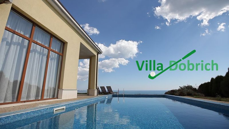 3 bed Villa With Private Pool and Sea Views, holiday rental in Balgarevo