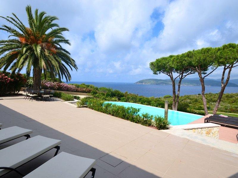 Sunset Villa, esclusiva villa con piscina vista mare, spiaggia 2 min a piedi, holiday rental in Lido di Capoliveri