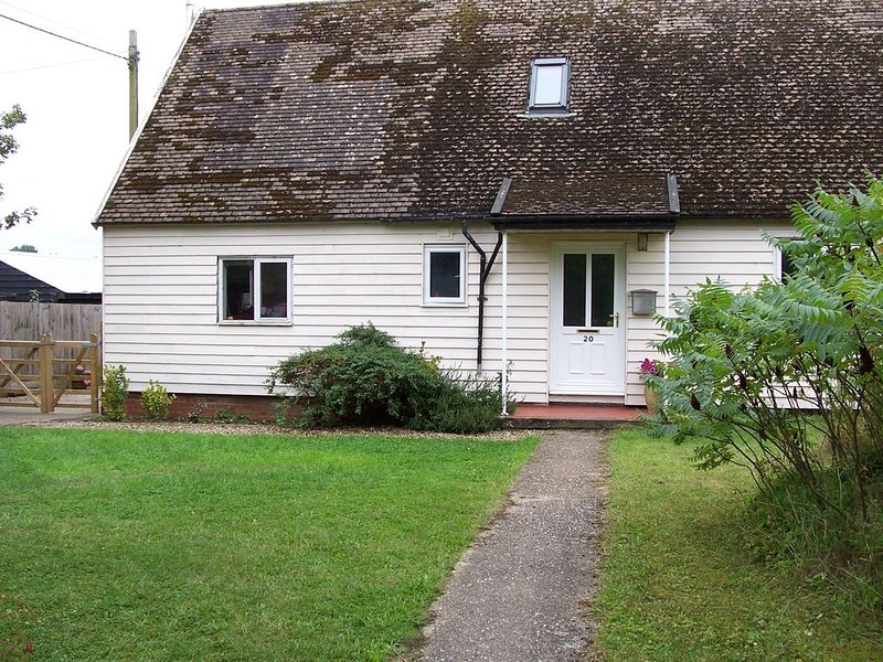 Large guest room on eco smallholding, location de vacances à Haughley