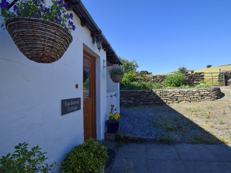 Garden End Cottage - One Bedroom House, Sleeps 2, holiday rental in Staveley