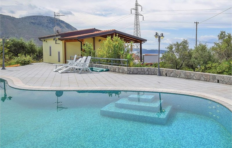 4 Zimmer Unterkunft in Praia a Mare, holiday rental in Castelluccio Superiore