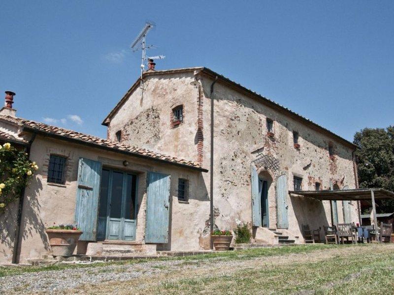 Reizendes Toskana Ferienhaus mit Privatpool bei Cecina, 25km vom Meer entfernt, holiday rental in Ponteginori