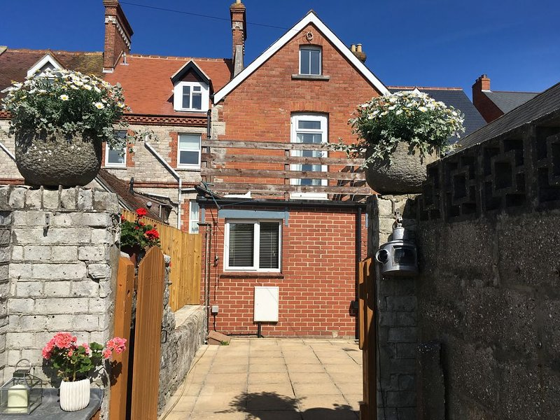 Lovely family house 5 minutes away from sea front and town centre., holiday rental in Swanage
