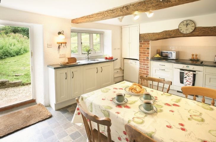 Ground floor:  Fully fitted kitchen with breakfast table