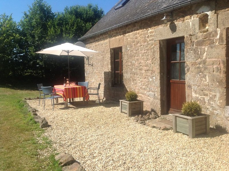 Beautifully renovated farmhouse. Lovely family friendly garden. Pets welcome, holiday rental in Herce