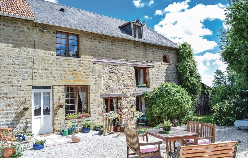 4 Zimmer Unterkunft in Passais-La-Conception, vacation rental in Saint-Fraimbault