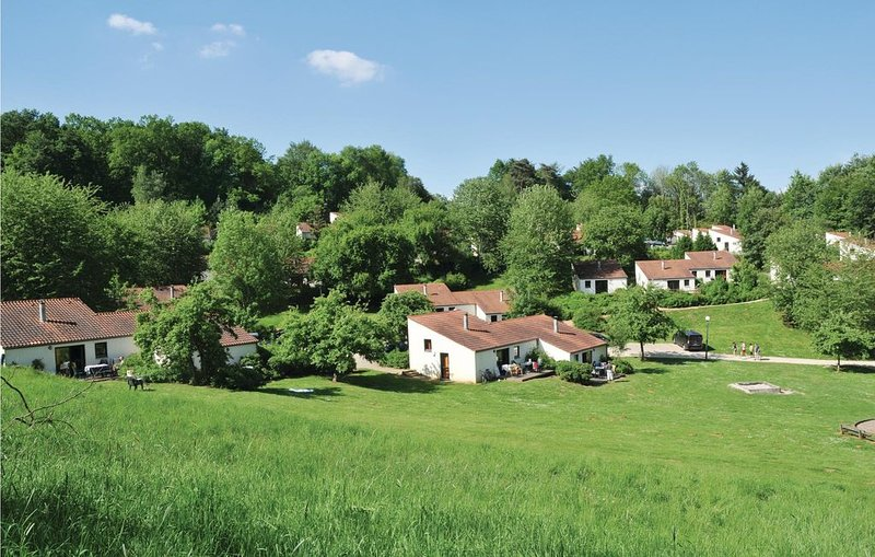 3 Zimmer Unterkunft in Virton, vacation rental in Mont-Saint-Martin