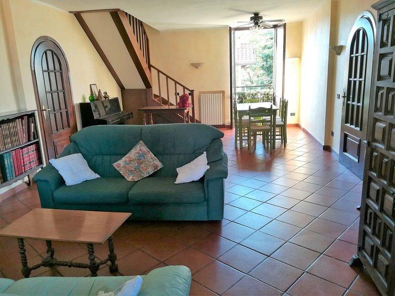 Grande appartamento mq. 220, 10 letti, terrazza panoramica., casa vacanza a Corsico