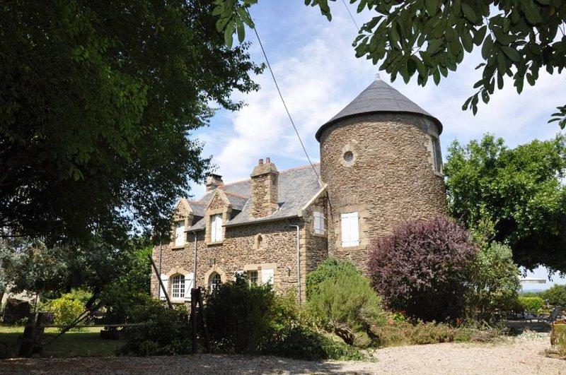 Maison de famille, 1,5 km ctre de Sarzeau, vue Golfe, calme et espace, 170 m², casa vacanza a Sarzeau
