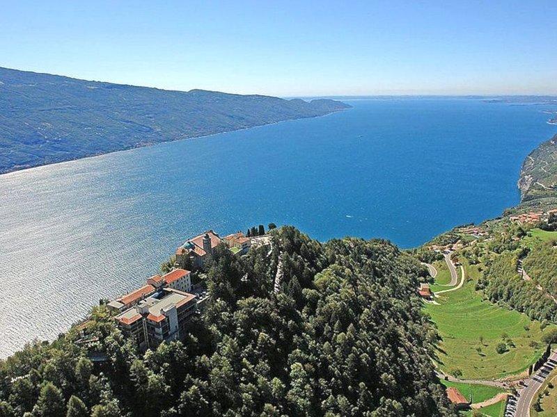 Schönes Appartement für 4 Personen mit Balkon, Ferienwohnung in Gardola
