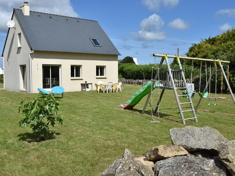 Luxurious Holiday Home in Plouhinec near Sea, holiday rental in Plouhinec