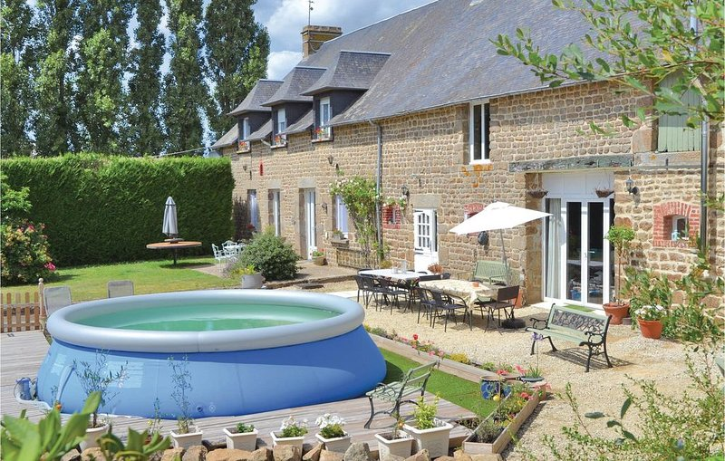 7 Zimmer Unterkunft in Fougerolles du Plessis, vacation rental in Mantilly