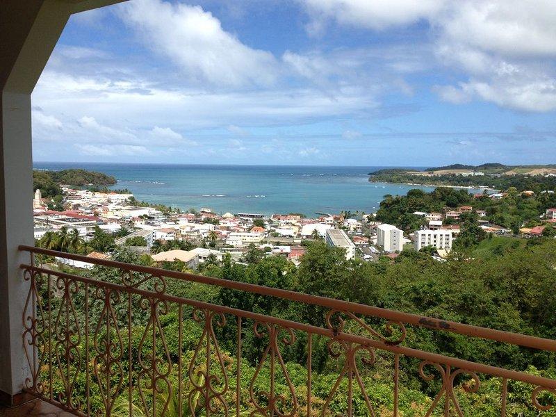 TRINITE BOURG Location spacieuse 400m2 pour 4 à17pers, proximité plage et commer, vacation rental in La Trinite