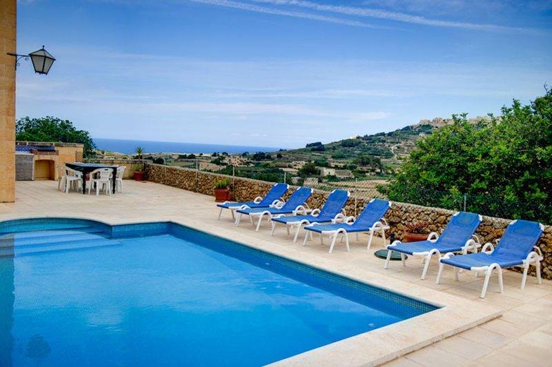 Ta Tonina - Herrlich gelegene Poolvilla mit großer Terrasse für max 6 Personen, alquiler vacacional en Ghasri