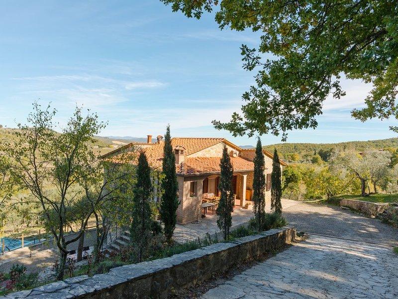 Vrijstaande villa met zwembad en pizzaoven voor groepen tot veertien personen., vacation rental in Castellina In Chianti