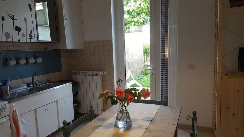 VACANZE AL LAGO CON I BAMBINI - Casa Ortenzi - appartamento Ortensia, holiday rental in Trevignano Romano