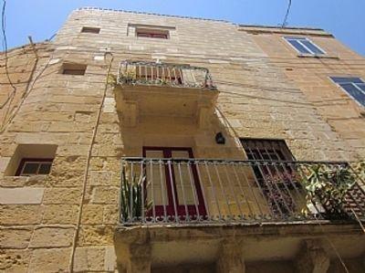 Charming Old House For 2 w/ Modern Interiors, Different Level Rooms MTA Licensed, alquiler de vacaciones en Isla de Malta