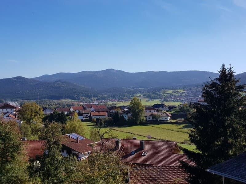 Dachgeschoss-Ferienwohnung (80qm) für 2-5 Personen mit Balkon, holiday rental in Neukirchen beim Heiligen Blut
