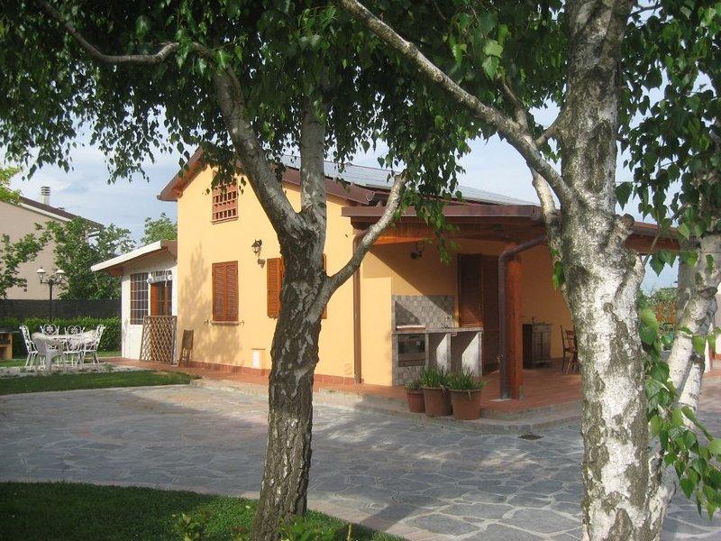 Casa singola nuova costruzione 2 camere veranda giardino vicino Pisa  e al mare, holiday rental in Cascina