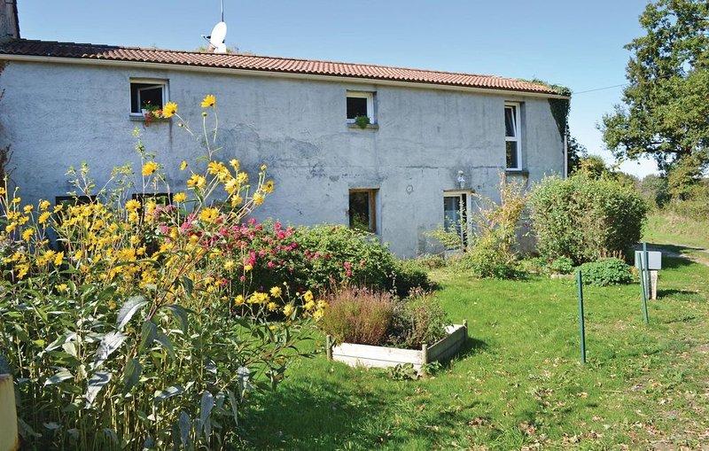 2 Zimmer Unterkunft in St Avaugourd Des Lande, holiday rental in Le Champ-Saint-Pere