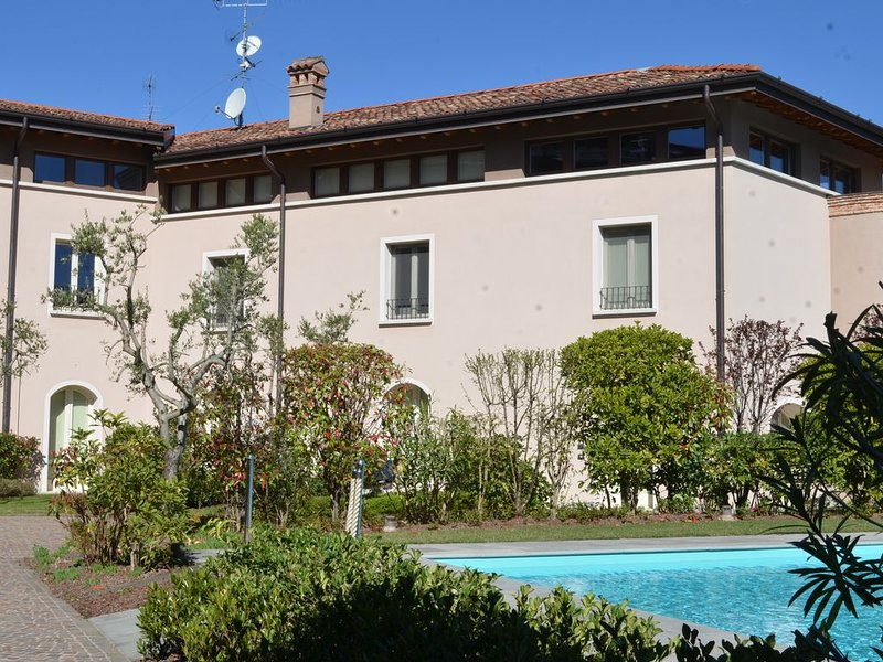 Trilocale 6 posti letto wi-fi garage piscina  (CIR 017145-CNI-00026), location de vacances à Prevalle