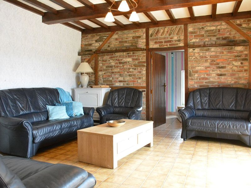 Comfy Farmhouse with Terrace, Garden, Courtyard, Barbecue, holiday rental in Montherme
