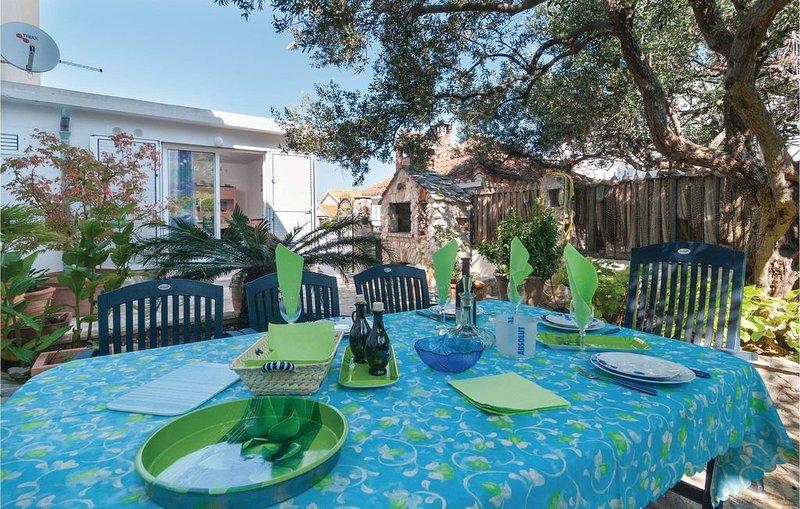 2 Zimmer Unterkunft in Supetar, vacation rental in Supetar