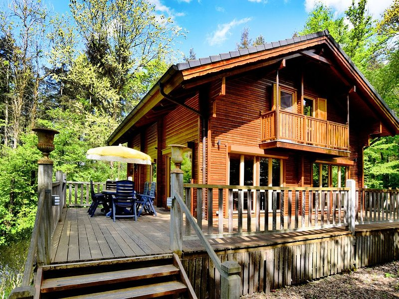 Beautiful Chalet with Sauna near Forest in Durbuy, holiday rental in Heyd