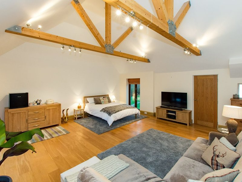 A luxury self contained suite for two in the heart of the Wye Valley, vacation rental in Weston under Penyard