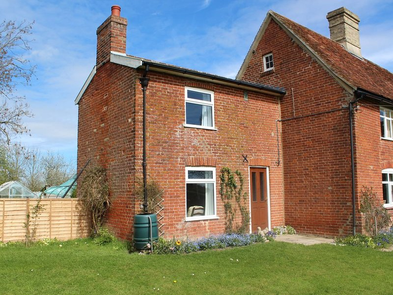 Tranquil Cottage adjoining rural farmhouse 5 miles from Suffolk Coast, holiday rental in Saxmundham
