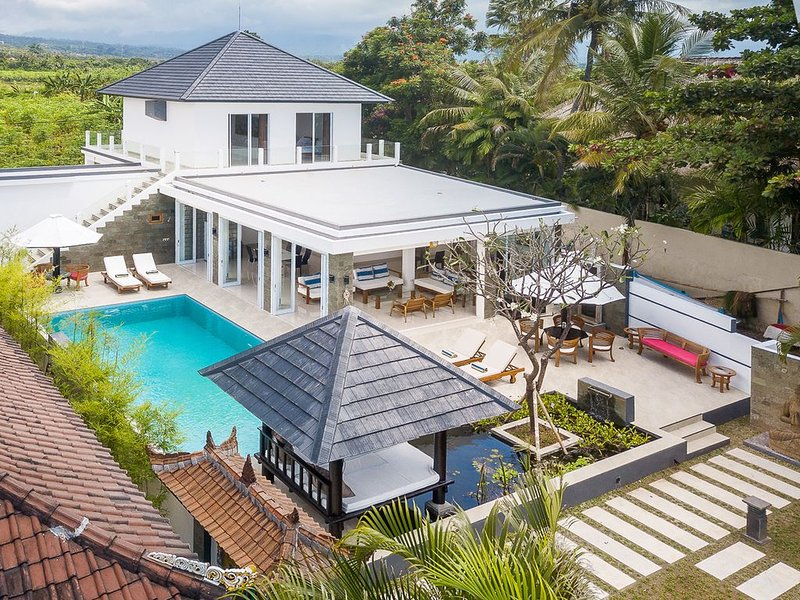 Villa Lovina-beach 2, een moderne luxe strandvilla met privézwembad