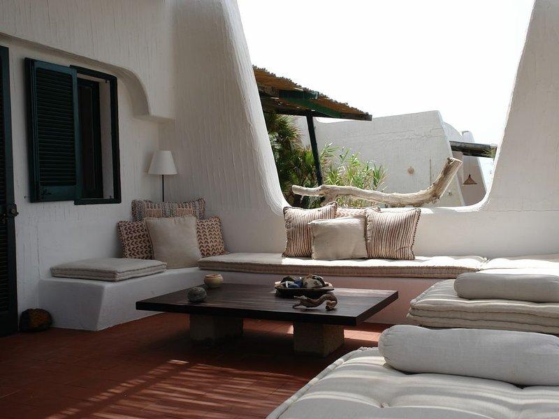 a due passi dal mare con vista su tramonti africani affitto intera casa 6 p., holiday rental in Scauri