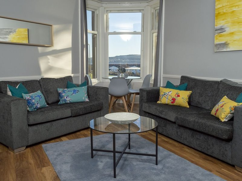 Bridgeview Apartment - Stunning and charismatic apartment overlooking the Dundee, location de vacances à Abernyte