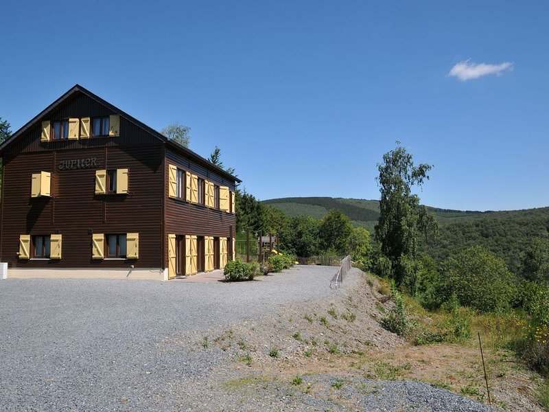 Holiday home with a panoramic view of the Ourthe, on a quietly located property, holiday rental in Marcourt