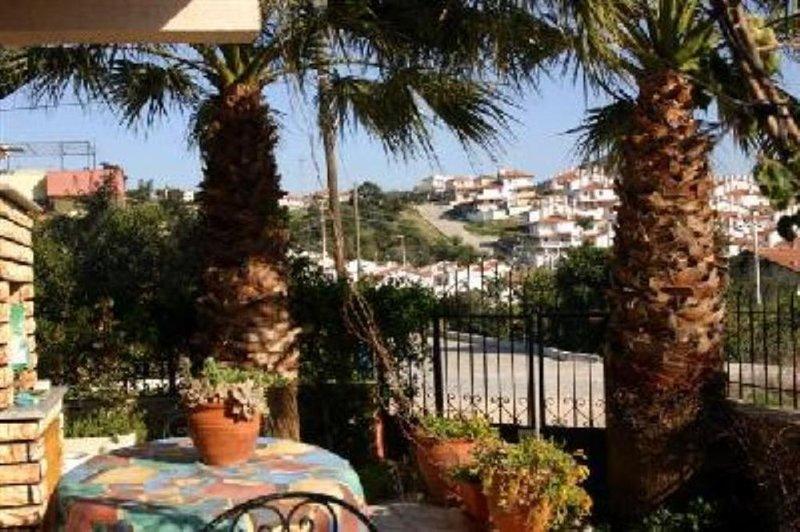 Izmir: AGREABLE VILLA triplexe au bord de la mer EGEE, location de vacances à Ozdere